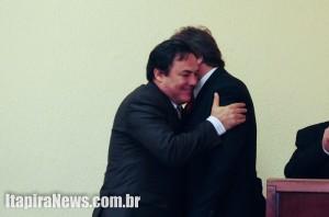 Dado Boretti abraça Paganini em posse do governo no ano passado; relação amistosa não prosperou