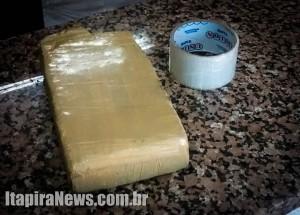 Tijolo de cocaína estava na casa do acusado