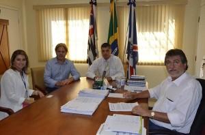 Reunião no gabinete definiu novo convênio (Divulgação)