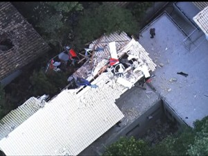 Aeronave ficou destruída (Reprodução/TV Globo)