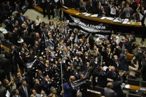 Plenário da Câmara dos Deputados aprovou, em primeiro turno, por 323 votos a 155, emenda que reduz a maioridade penal (Fabio Rodrigues Pozzebom/Agência Brasil)