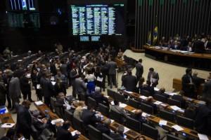 Câmara dos Deputados faz sessão plenária para votar em segundo turno a PEC que reduz a maioridade penal de 18 anos para 16 (Fabio Rodrigues Pozzebom/Agência Brasil)