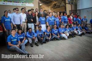 Visitantes, autoridades e associados da Ascorsi posaram para fotos (Leo Santos/Tribuna de Itapira)
