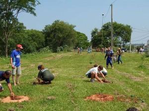 Comunidade se reuniu em ação de plantio no sábado (Divulgação)