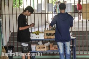 Estudantes de ocupação na Antônio Caio receberam frutas