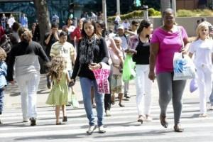 Rendimento médio mensal real, ou seja, descontada a inflação, foi R$ 1.987 entre os homens no ano passado, enquanto o das mulheres foi R$ 1.480 (Arquivo/Agência Brasil)