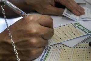 A Mega-Sena da Virada vai sortear R$ 280 milhões, no último sorteio do ano (Marcello Casal Jr/Agência Brasil)