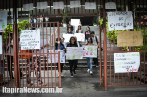Alunos deixam escola que foi a primeira a ser ocupada em Itapira
