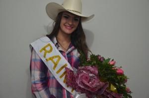 Cristiana Aparecida Pereira foi eleita a Rainha do Rodeio 2016 (Divulgação)