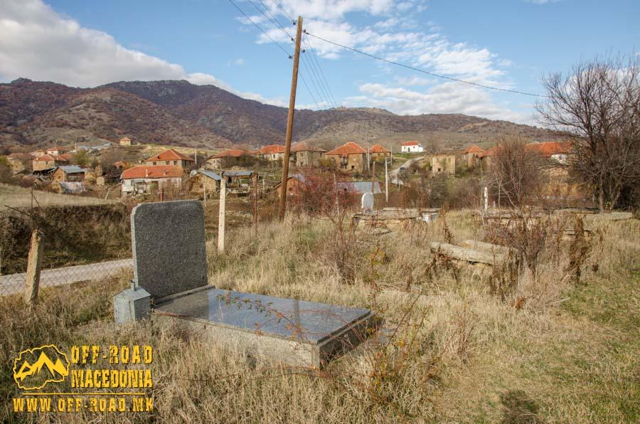 гробот на Толе Паша