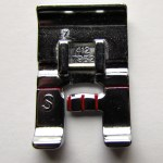 Side Motion Presser Foot. http://www.itchinsomestitchin.com