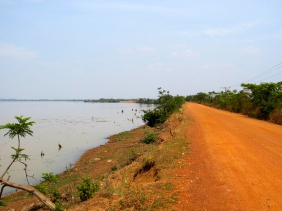 Soui Lake and the road to monkey forest.