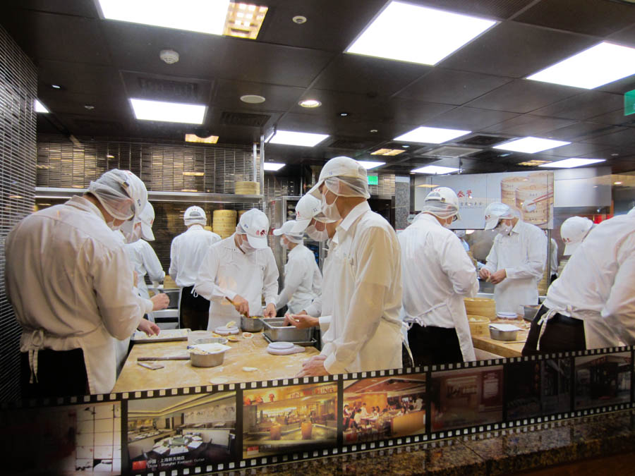 Dumpling makers in Din Tai Fung