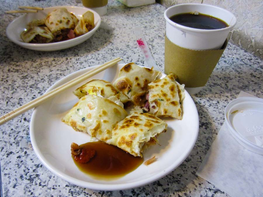 Breakfast in Taipei, Taiwan on the cheap.