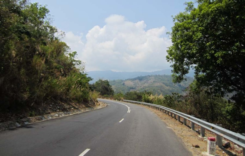 The mountain road that runs between Dalat and Phan Rang