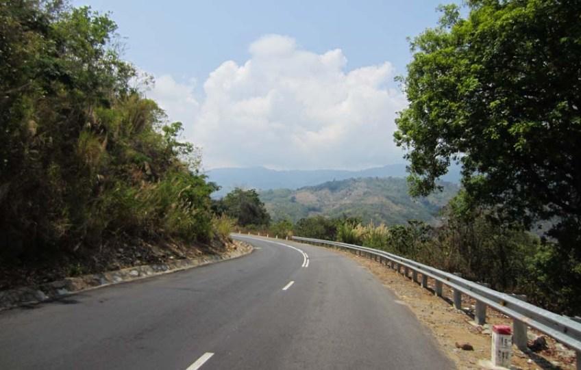 The mountain road that runs between Dalat and Phan Rang