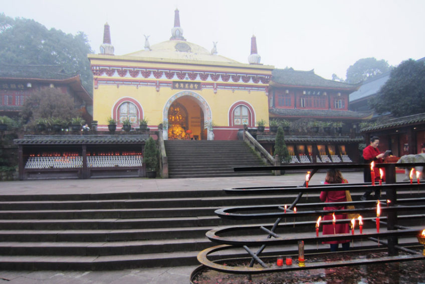 wannian temple on mount emei