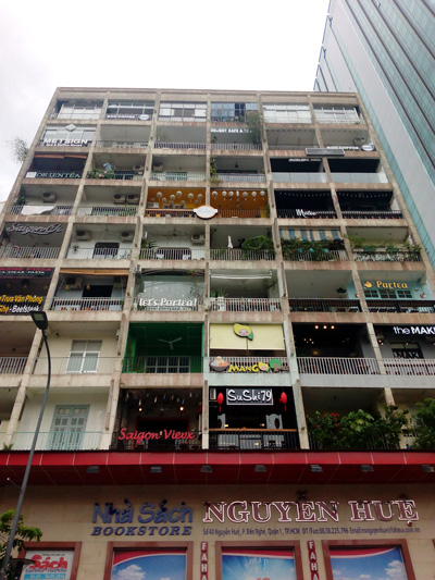 Walking tour Ho chi minh city - cafe apartment