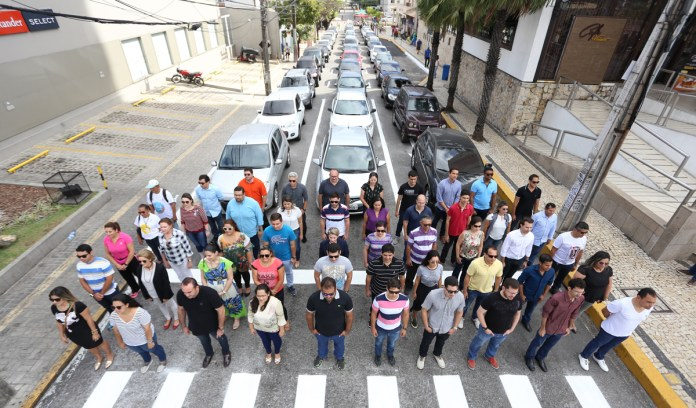 A recreation of a classic photo series showing the amount of space needed to transport the same number of people on bikes, transit, and cars. Photo: ITDP Brazil
