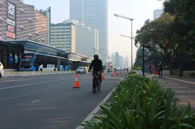 The pop-up lane has been greeted with enthusiasm by Jakartans and cycling advocates but has become a challenge with police officers opening it up to traffic.