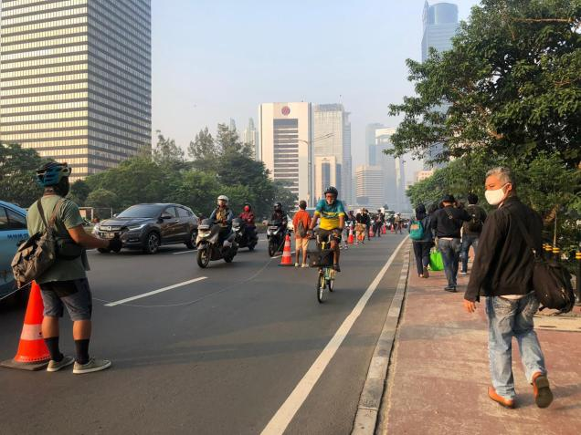 Along with the Jakarta cycling community, ITDP Indonesia engaged in protesting the limited hours of the cycle lane.