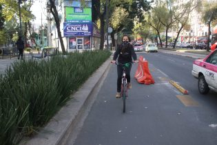 Using temporary materials, Mexico City was able to construct a protected cycle path.