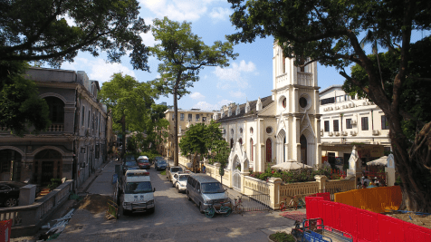 BEFORE: In Guangzhou's Shamian Island, on-street parking made a street nearly impossible to pass through.