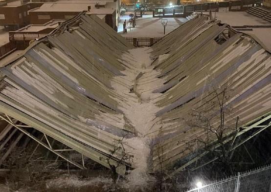 Cubierta hundida por la nieve