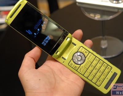 casio-exilim-w63ca-8mpix-phone-1.jpg