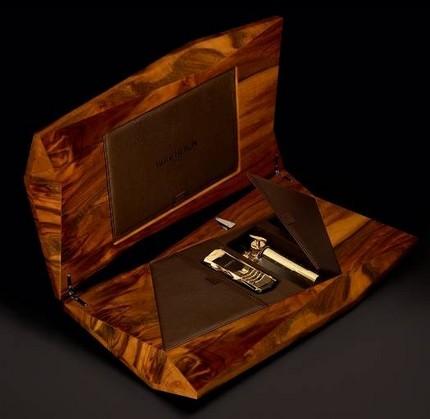 Vertu Boucheron 150 Solid Gold Luxury Phone