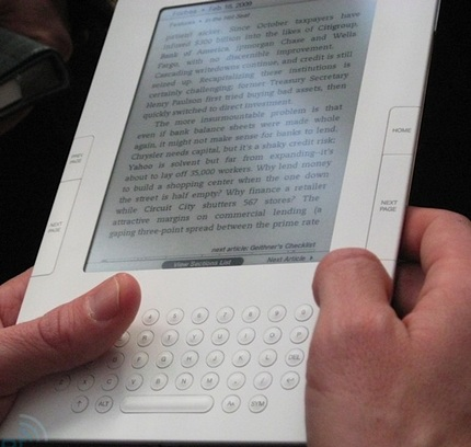 amazon-kindle-2-hands-on-4.jpg