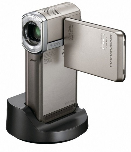 sony-hdr-tg5-handycam-full-hd-camcorder-with-gps docked