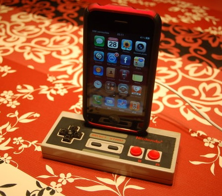 DIY  NES Controller iPhone Dock with iphone