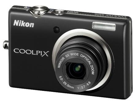 Nikon CoolPix S570 Digital Camera black