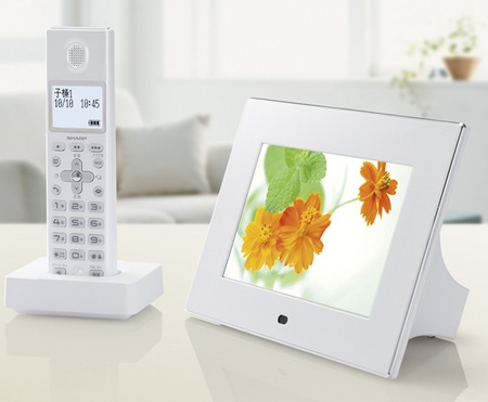 Sharp JD-7C1CL-CW Cordless Phone gets a Touchscreen Digiframe