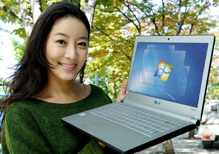 LG XNOTE T380-GR73K CULV Notebook with Windows 7 on hand