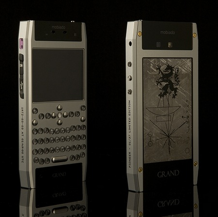 Mobiado Grand 350 Pioneer QWERTY Phone front back