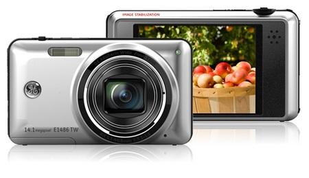 General Imaging E1486TW and E1480W Digital Cameras Silver