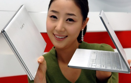 LG XNote Mini X300 Super Slim Netbook on hand