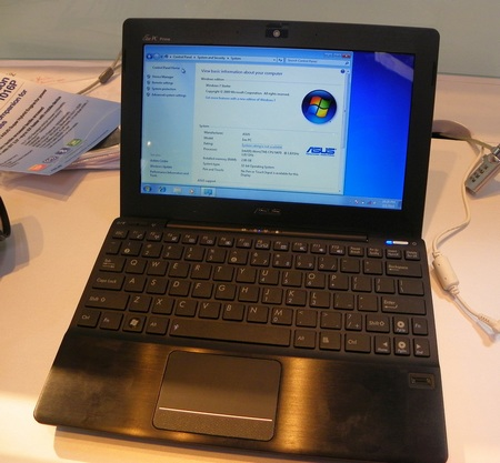 Asus Eee PC 1018P Hands-on black