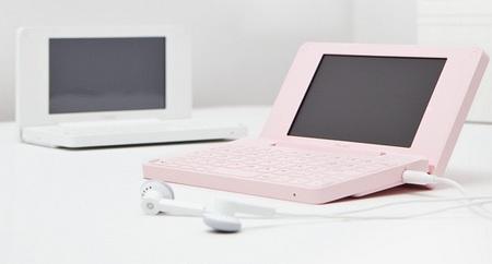 iRiver Dicple D1000 PMP Portable TV E-Dict on desk