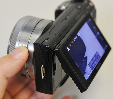 Sony NEX-3 NEX-5 adjustable LCD display