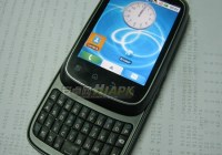 Motorola XT300 Android QWERTY Slider 1