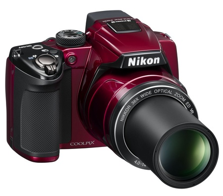 Nikon CoolPix P500 36x Ultra Zoom Camera red zooming