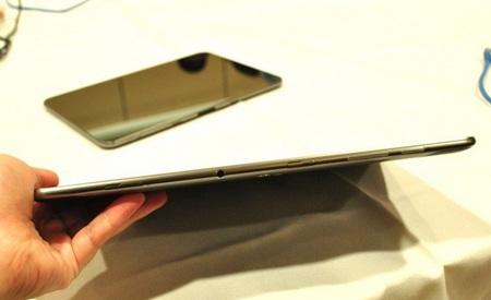 Samsung Galaxy Tab 8.9 and Galaxy Tab 10.1 Ultra Slim Tablets thin
