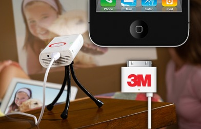 3M MP225A Mobile Projector for iOS Devices 2