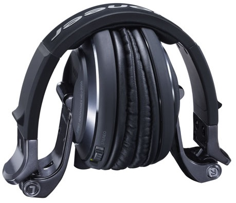 Pioneer HDJ-2000-K Professional DJ Headphones Now in Black Chrome folded