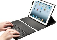 Kensington KeyFolio Secure Keyboard Case and Lock for iPad 2 typing