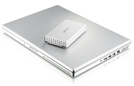 Akitio Neutrino U3+ USB 3.0 2.5-inch Hard Drive Enclosure with macbook pro