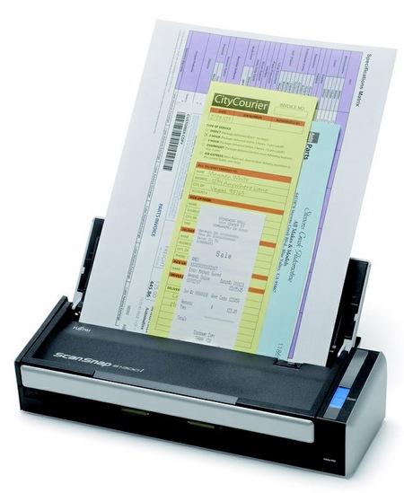 Fujitsu ScanSnap S1300i Mobile Scanner scanning